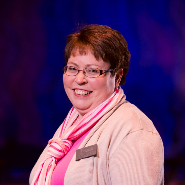Sara Perfetti : Office Manager